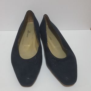 Browns Navy with Gold Trim Flats Shoes size 40